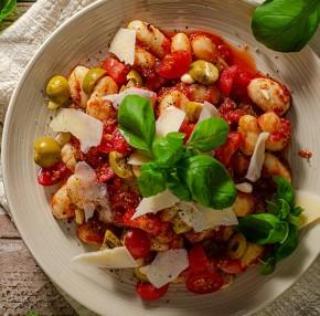 Gnocchi z maślanym sosem pomidorowym i oliwkami