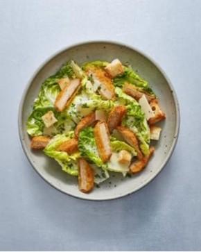 Sałatka z roślinnymi nuggetsami i sosem miodowo-musztardowym