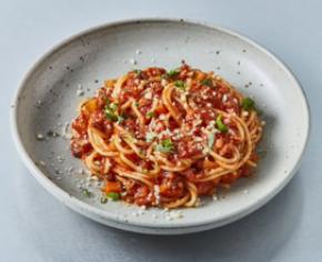 Spaghetti z wegańskim sosem bolońskim