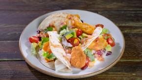 Tacos z wegańskimi nuggetsami, warzywami i ostrą salsą